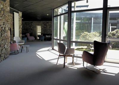 Intérieur salle commune Keréden baie