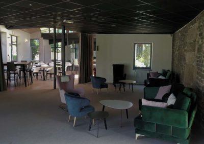 Intérieur salle commune Keréden et canapés
